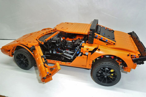 Lancia Stratos LEGO Technic con pezzi del kit 911 GT3 RS - Foto 2 di 6