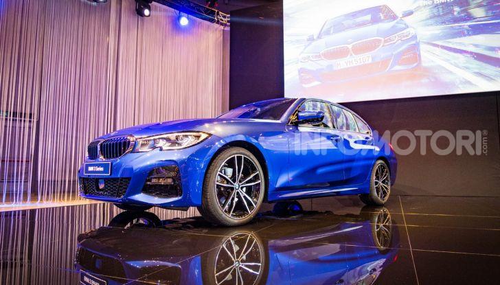 Nuova BMW Serie 3 2019, prova in anteprima, caratteristiche e prezzi - Foto 30 di 38