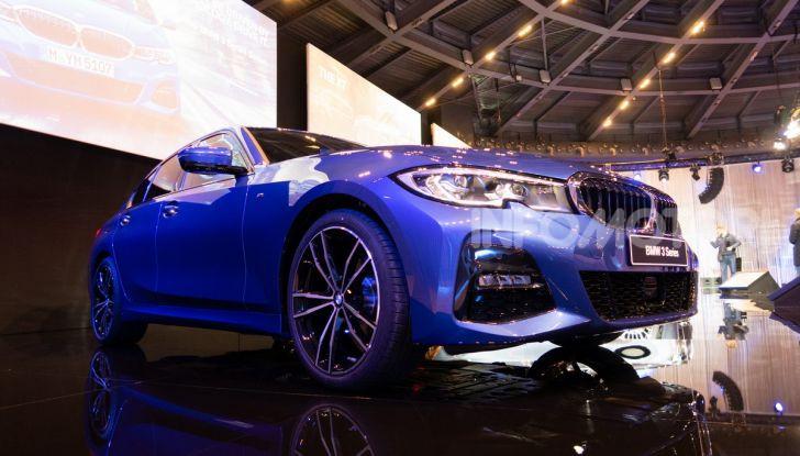 Nuova BMW Serie 3 2019, prova in anteprima, caratteristiche e prezzi - Foto 31 di 38
