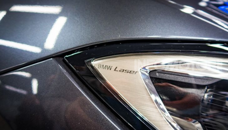 Nuova BMW Serie 3 2019, prova in anteprima, caratteristiche e prezzi - Foto 32 di 38