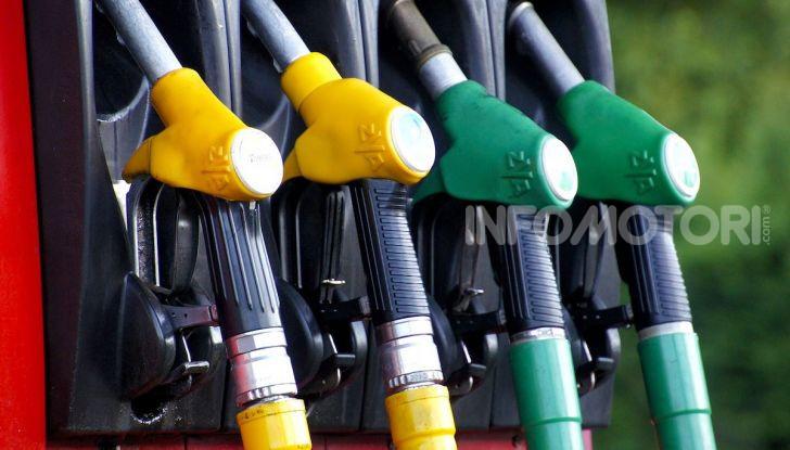 Benzina da record: in autostrada costa oltre i 2 euro al litro - Foto 2 di 7