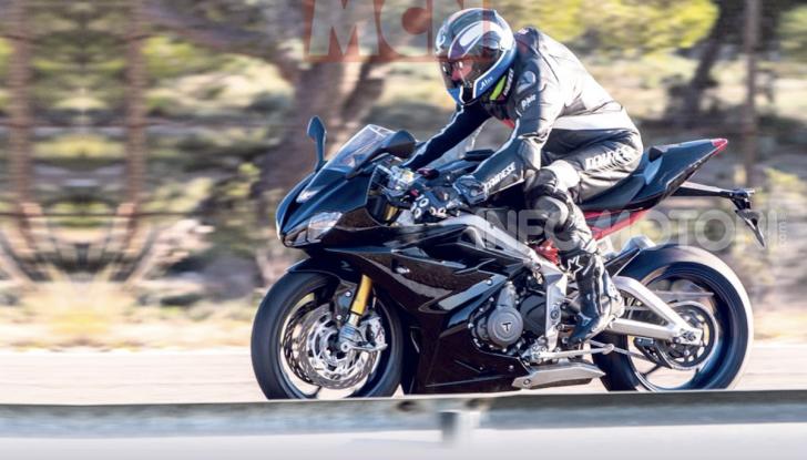 Triumph Daytona 765 2020: la sportiva di Hinckley torna con la MotoGP - Foto 3 di 3