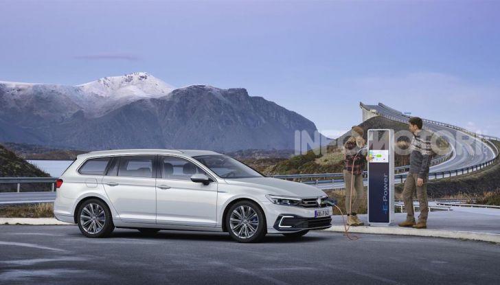 Volkswagen Passat 2019, nuovo design e motori - Foto 25 di 41