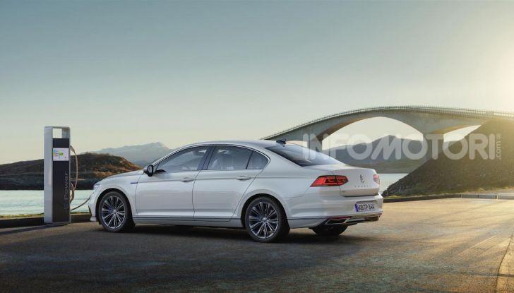 Volkswagen Passat 2019, nuovo design e motori - Foto 18 di 32
