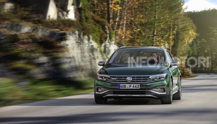 Volkswagen Passat 2019, nuovo design e motori - Foto 22 di 32