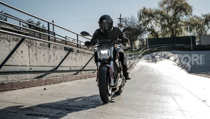 Zero Motorcycles SR/F: la moto elettrica potente ma facile da guidare - Foto 10 di 20