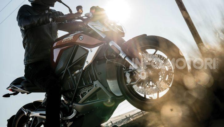 Zero Motorcycles SR/F: la moto elettrica potente ma facile da guidare - Foto 11 di 20
