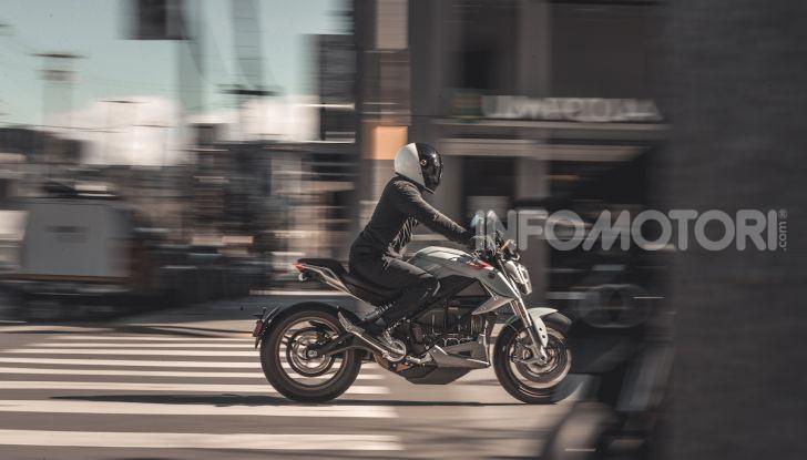 Zero Motorcycles SR/F: la moto elettrica potente ma facile da guidare - Foto 13 di 20