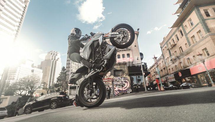 Zero Motorcycles SR/F: la moto elettrica potente ma facile da guidare - Foto 15 di 20