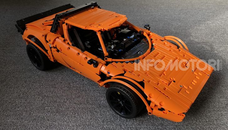 Lancia Stratos LEGO Technic con pezzi del kit 911 GT3 RS - Foto 6 di 6