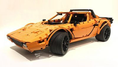 Lancia Stratos LEGO Technic con pezzi del kit 911 GT3 RS