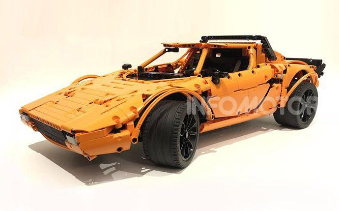 Lancia Stratos LEGO Technic con pezzi del kit 911 GT3 RS - Foto 1 di 6