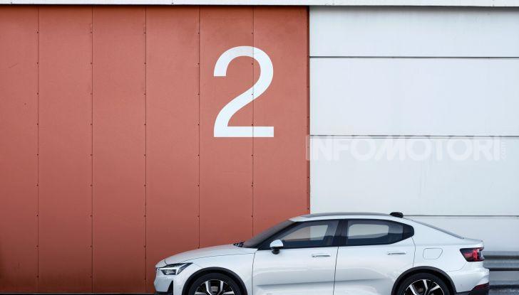 Polestar 2: caratteristiche, autonomia e prezzi del crossover elettrico - Foto 2 di 31