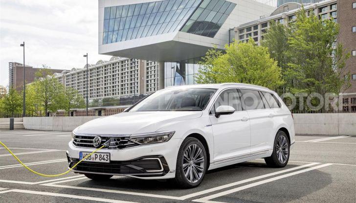 Volkswagen Passat 2019, nuovo design e motori - Foto 13 di 41