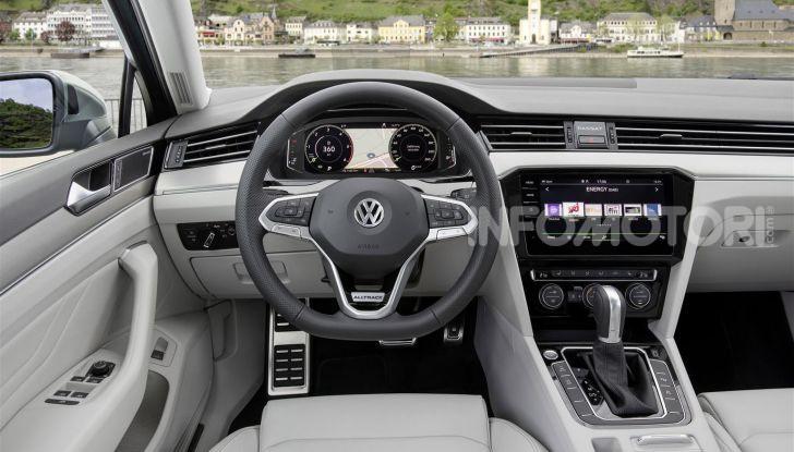 Volkswagen Passat 2019, nuovo design e motori - Foto 40 di 41