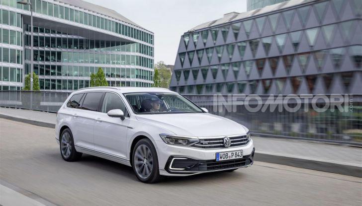 Volkswagen Passat 2019, nuovo design e motori - Foto 12 di 41