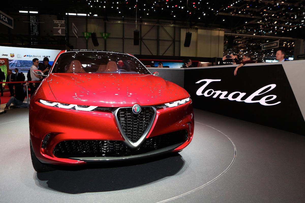 Alfa Romeo Tonale rossa