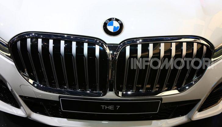 Nuova BMW Serie 7 2019: un restyling imperioso per l'ammiraglia tedesca - Foto 15 di 43