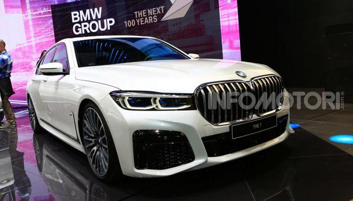 Nuova BMW Serie 7 2019: un restyling imperioso per l'ammiraglia tedesca - Foto 17 di 43
