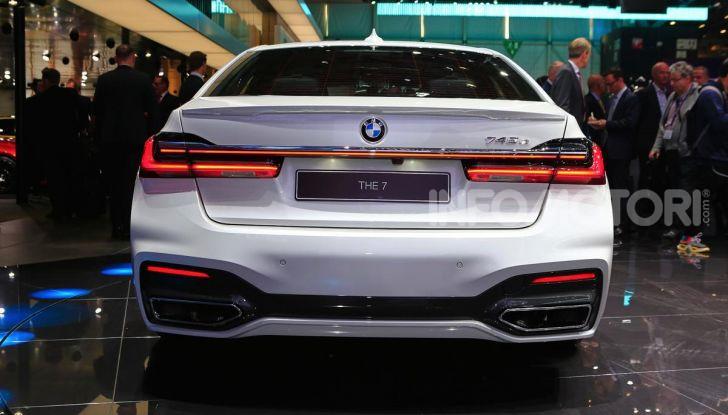 Nuova BMW Serie 7 2019: un restyling imperioso per l'ammiraglia tedesca - Foto 24 di 43