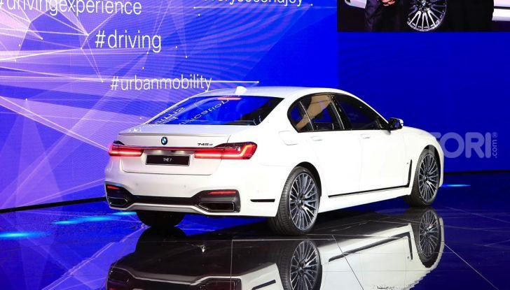 Nuova BMW Serie 7 2019: un restyling imperioso per l'ammiraglia tedesca - Foto 32 di 43