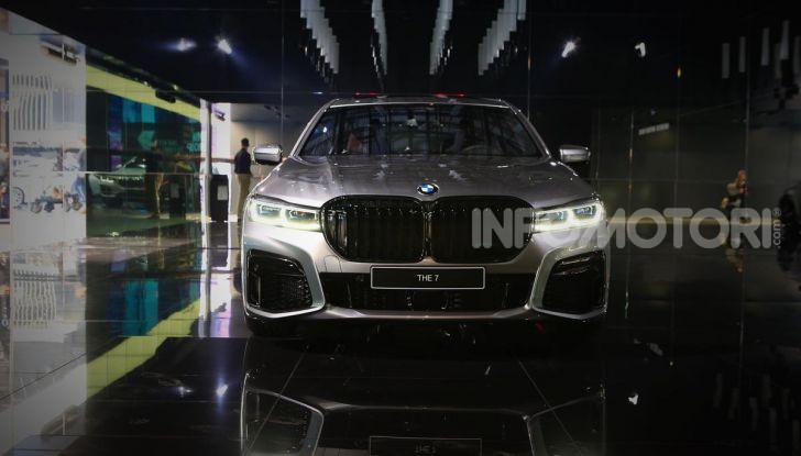 Nuova BMW Serie 7 2019: un restyling imperioso per l'ammiraglia tedesca - Foto 8 di 43