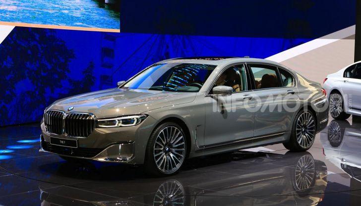 Nuova BMW Serie 7 2019: un restyling imperioso per l'ammiraglia tedesca - Foto 3 di 43