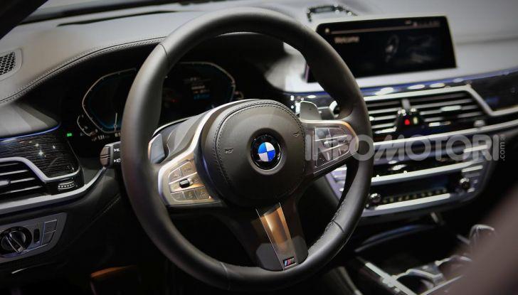 Nuova BMW Serie 7 2019: un restyling imperioso per l'ammiraglia tedesca - Foto 12 di 43