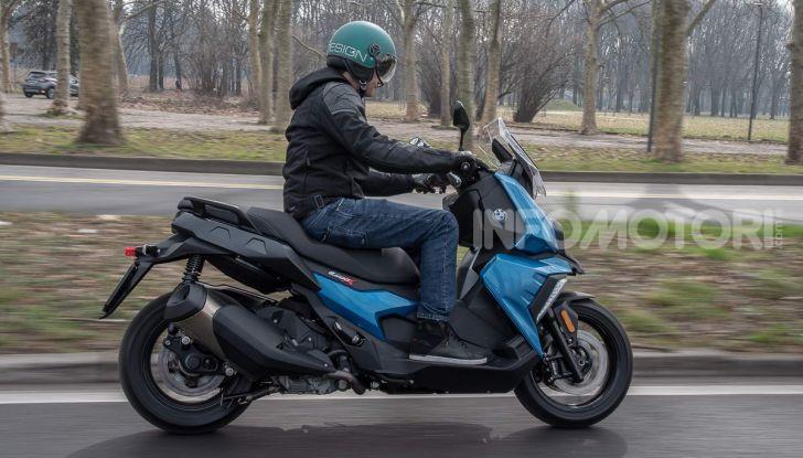 Comparativa scooter 400: Suzuki Burgman, Yamaha XMAX e BMW C400X - Foto 12 di 61