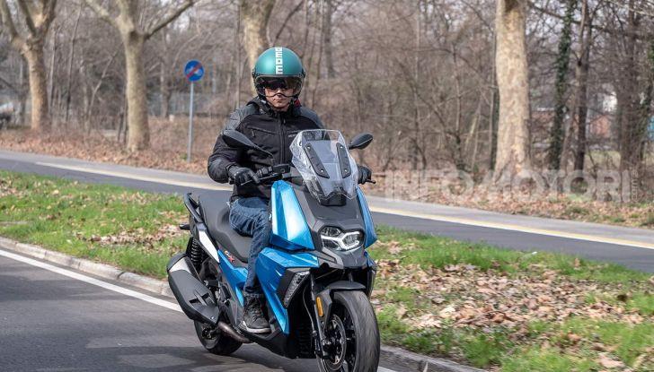 Comparativa scooter 400: Suzuki Burgman, Yamaha XMAX e BMW C400X - Foto 15 di 61