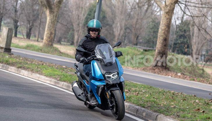 Comparativa scooter 400: Suzuki Burgman, Yamaha XMAX e BMW C400X - Foto 16 di 61