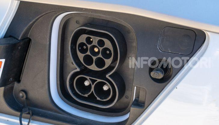 Prova su strada Hyundai Kona Electric, il B-SUV elettrico a prova di vacanza - Foto 3 di 46