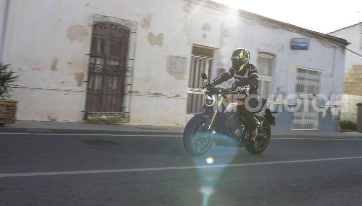 Prova su strada Honda CB650R e CBR650R 2019, caratteristiche, prezzi ed opinioni - Foto 12 di 78