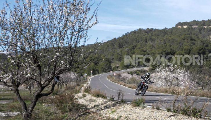 Prova su strada Honda CB650R e CBR650R 2019, caratteristiche, prezzi ed opinioni - Foto 17 di 78