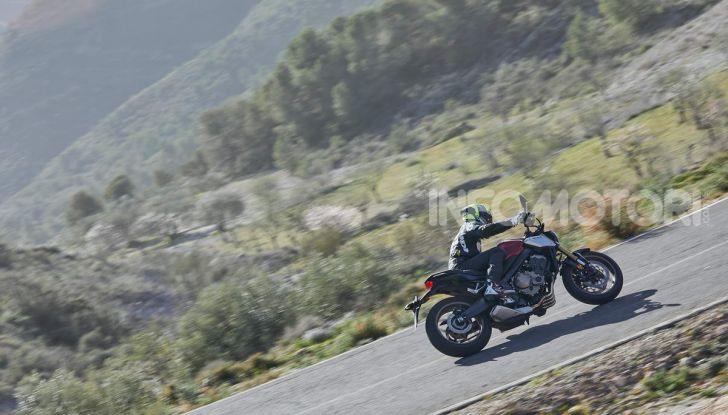 Prova su strada Honda CB650R e CBR650R 2019, caratteristiche, prezzi ed opinioni - Foto 33 di 78