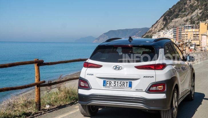 Prova su strada Hyundai Kona Electric, il B-SUV elettrico a prova di vacanza - Foto 8 di 46
