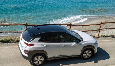 Prova su strada Hyundai Kona Electric, il B-SUV elettrico a prova di vacanza