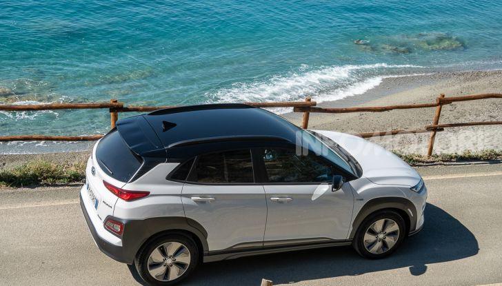 Prova su strada Hyundai Kona Electric, il B-SUV elettrico a prova di vacanza - Foto 10 di 46