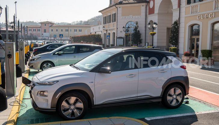 Prova su strada Hyundai Kona Electric, il B-SUV elettrico a prova di vacanza - Foto 15 di 46