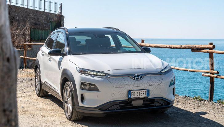 Prova su strada Hyundai Kona Electric, il B-SUV elettrico a prova di vacanza - Foto 21 di 46