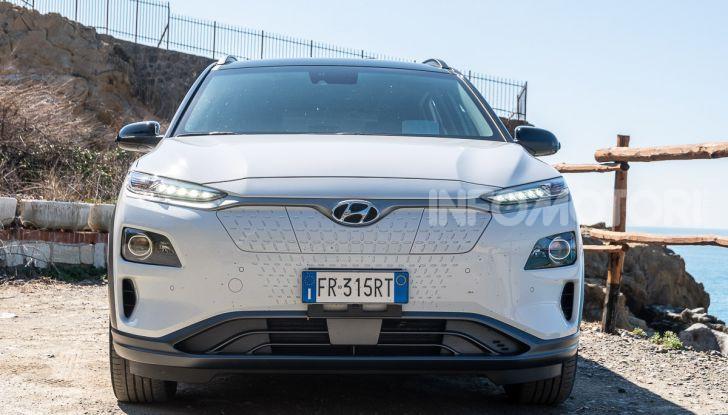 Prova su strada Hyundai Kona Electric, il B-SUV elettrico a prova di vacanza - Foto 22 di 46