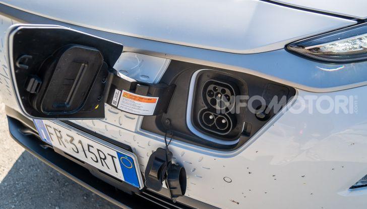 Prova su strada Hyundai Kona Electric, il B-SUV elettrico a prova di vacanza - Foto 26 di 46
