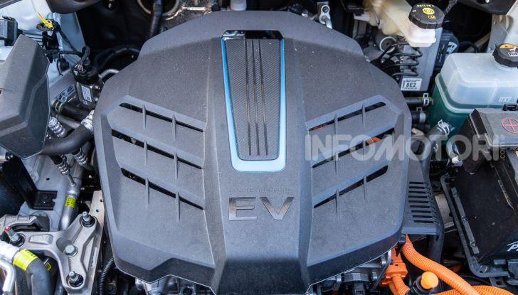 Prova su strada Hyundai Kona Electric, il B-SUV elettrico a prova di vacanza - Foto 40 di 46