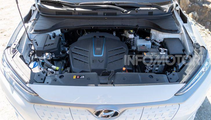 Prova su strada Hyundai Kona Electric, il B-SUV elettrico a prova di vacanza - Foto 41 di 46