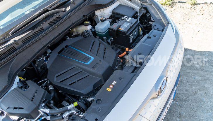 Prova su strada Hyundai Kona Electric, il B-SUV elettrico a prova di vacanza - Foto 42 di 46