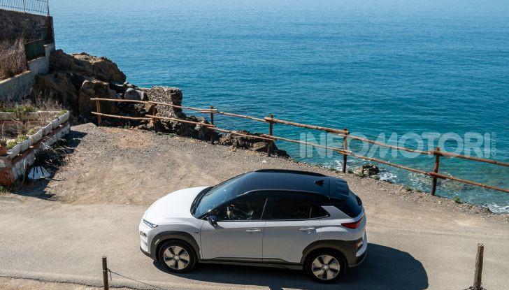 Prova su strada Hyundai Kona Electric, il B-SUV elettrico a prova di vacanza - Foto 44 di 46