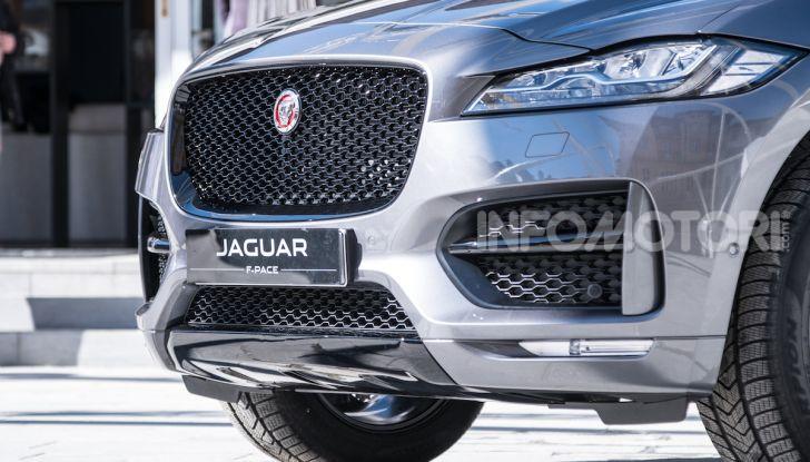 Jaguar F-Pace si fa in due: ecco le versioni 300 Sport e Chequered Flag - Foto 1 di 32