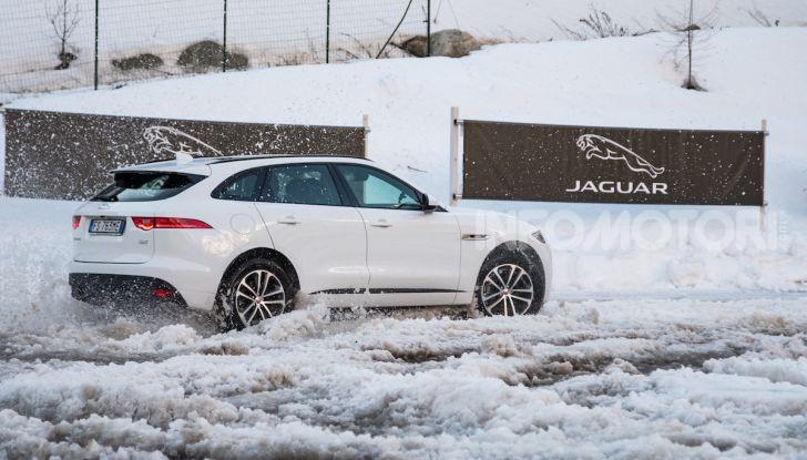 Jaguar F-Pace si fa in due: ecco le versioni 300 Sport e Chequered Flag - Foto 13 di 32