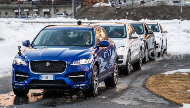 Jaguar F-Pace si fa in due: ecco le versioni 300 Sport e Chequered Flag - Foto 14 di 32