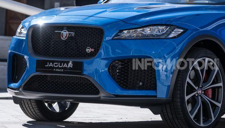 Jaguar F-Pace si fa in due: ecco le versioni 300 Sport e Chequered Flag - Foto 2 di 32